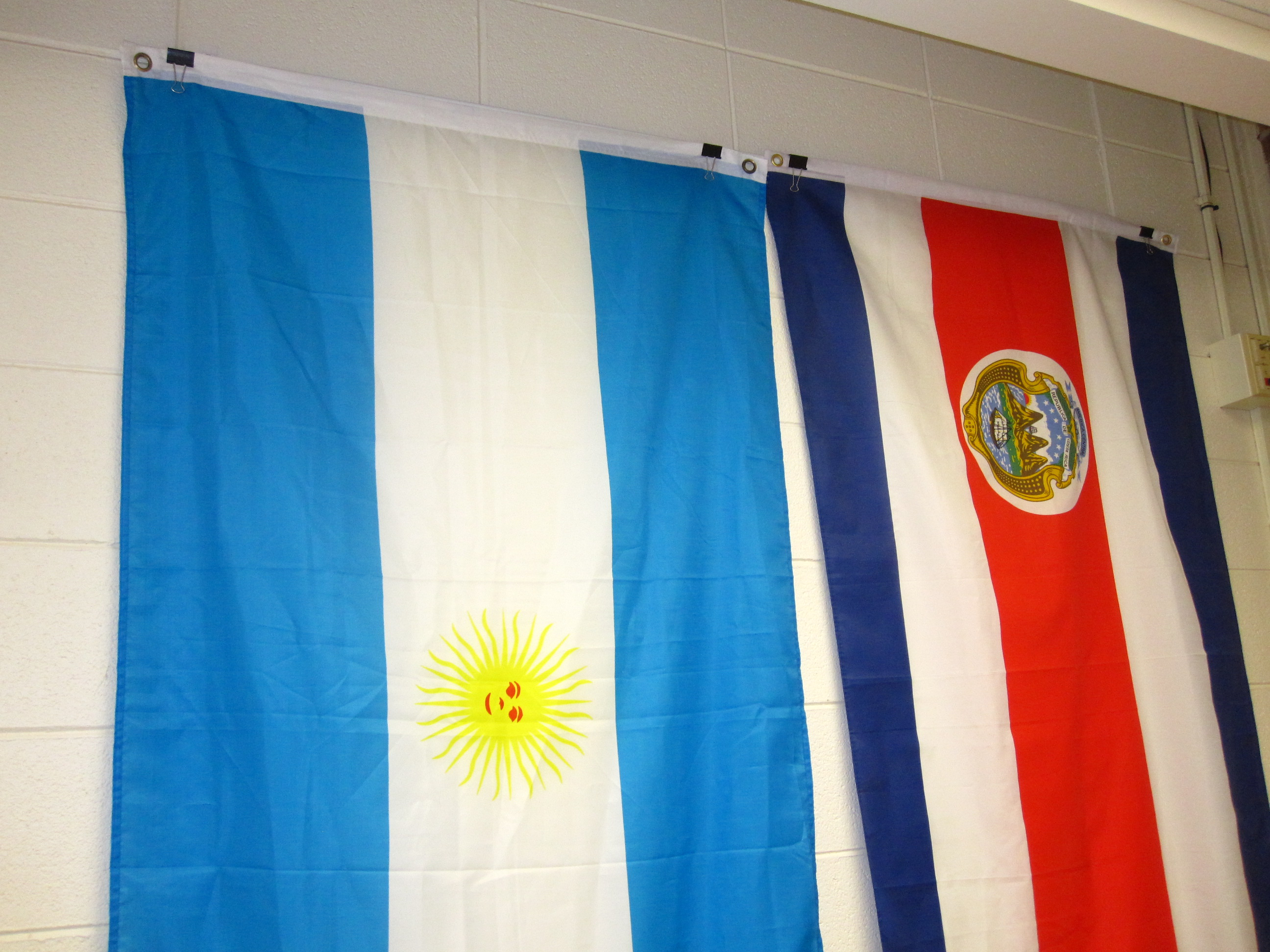 Hanging Up Flags In Classroom Spanishplans Org